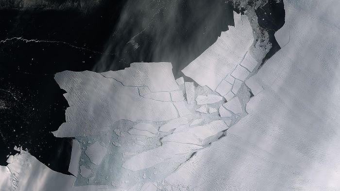 Auseinanderbrechen des Pine-Island-Gletschers. Credit: ESA/enthält modifiziert Copernicus Sentinel Daten (2020), prozessiert von ESA